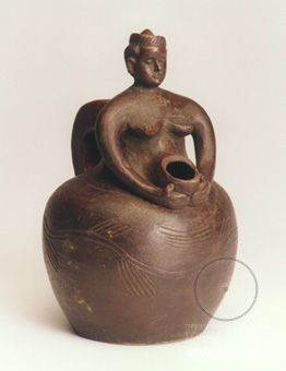 Africa Female Effigy Jug from the Tabwa people of DR Congo 19th - 20th century Terracotta