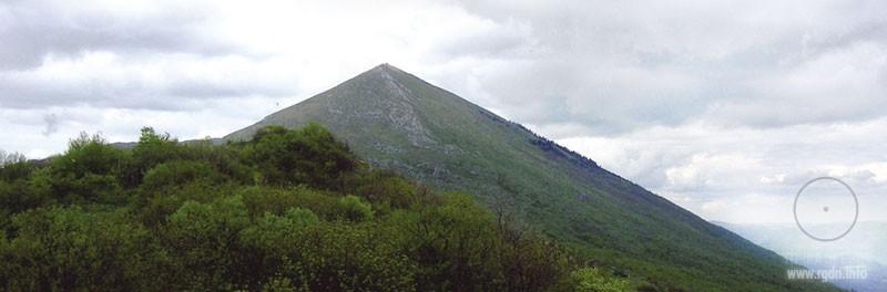 пирамидальная гора Ртань