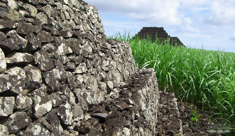 остров Маврикий, пирамиды