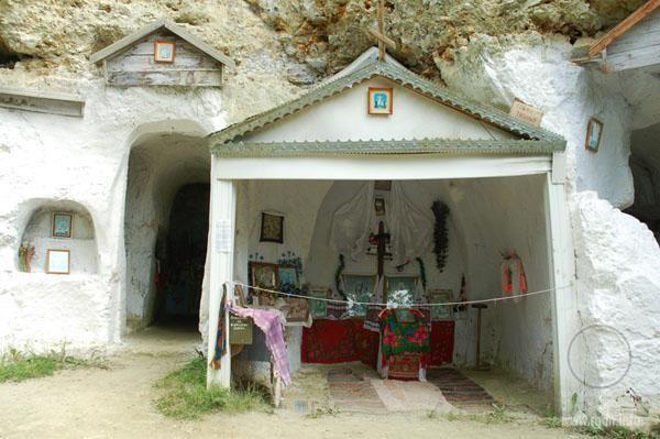 Что собою представляют остатки современного бакотского монастыря, можно ознакомиться на фото ниже: