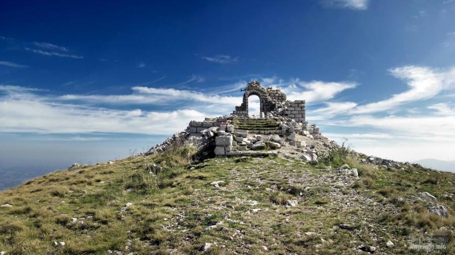 развалины на вершине горы Ртань