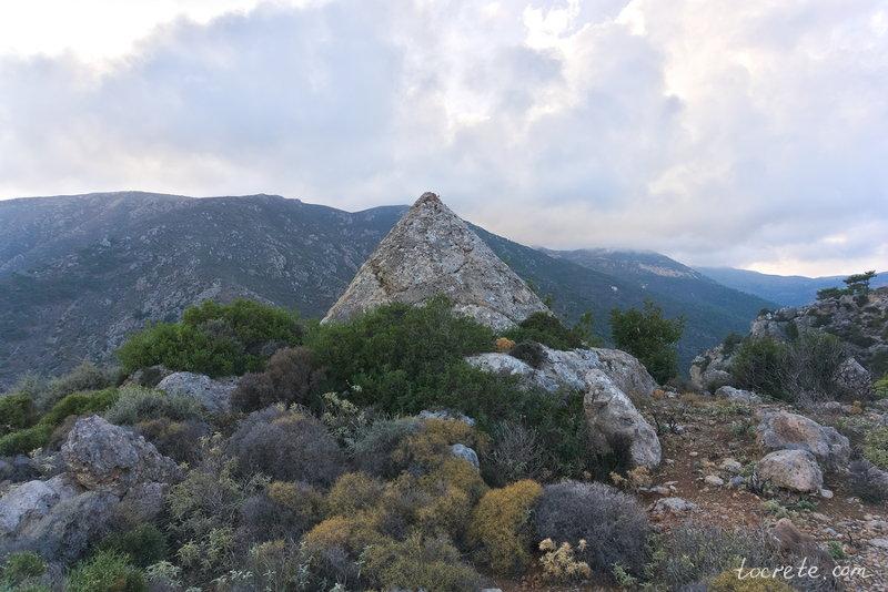 Пирамида в Ханье, Крит