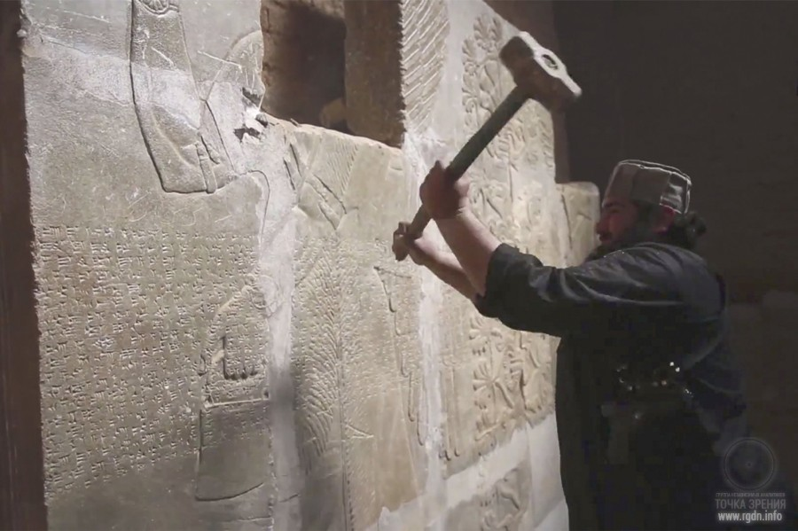 ISIL vandals destroying monuments of ancient architecture