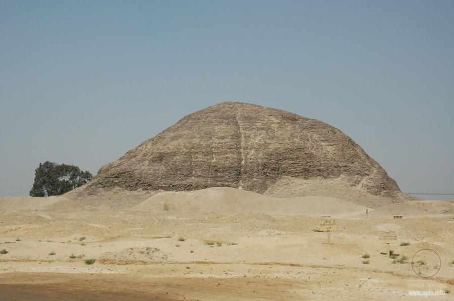 разрушенная егитепская пирамида