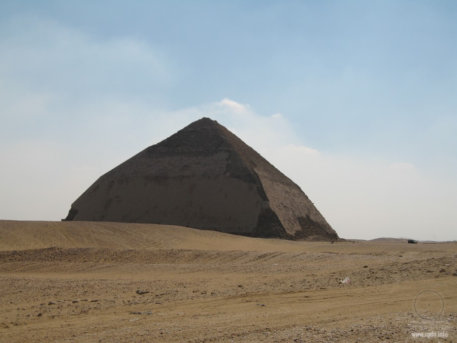 Ломаная пирамида в Египте, Дашур
