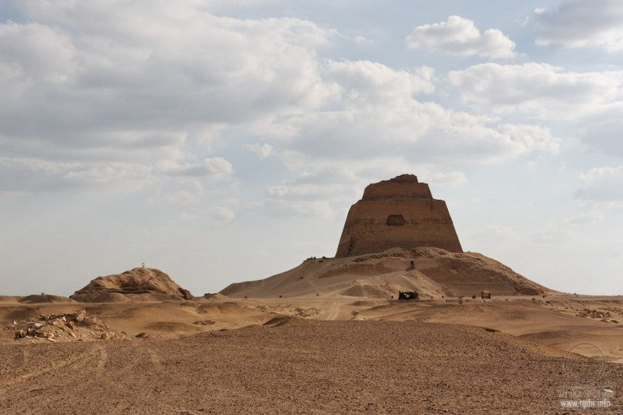 пирамида в Медуме, Египет