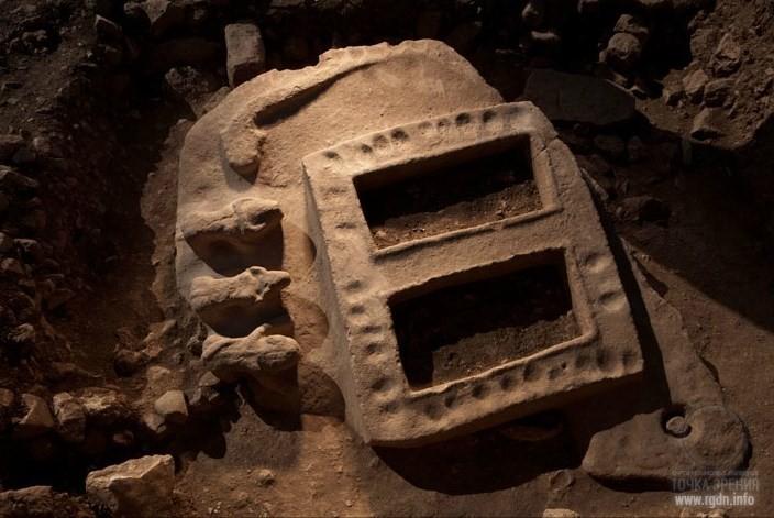 Каменный портал со змеями Гёбекли-Тепе