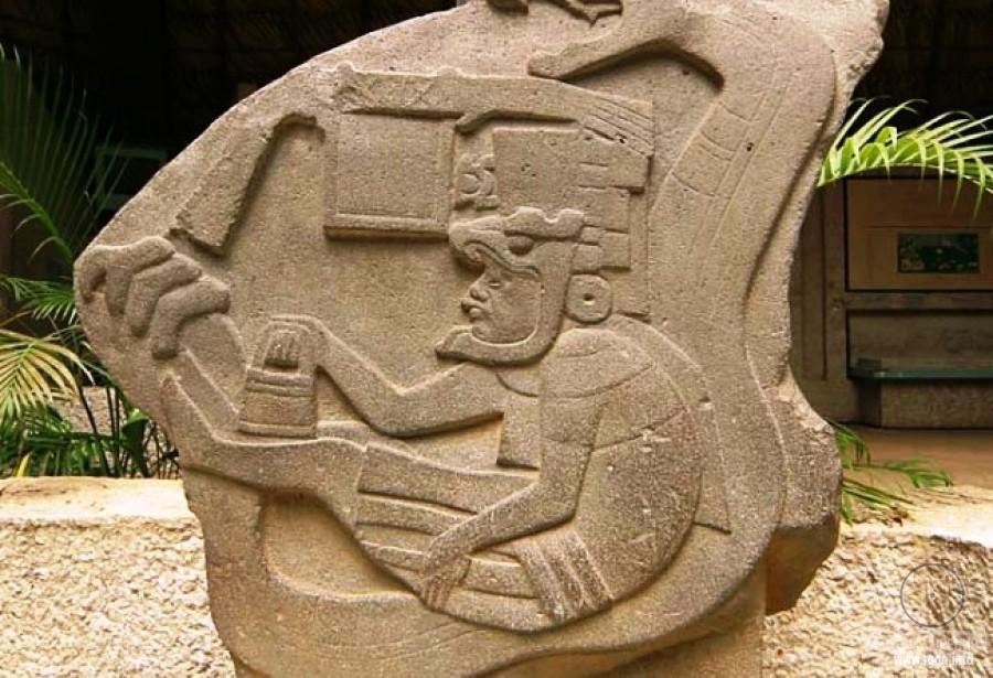 сумочки Кетцалькоатль - божество у Ацтеков и жителей Центральной Америки.