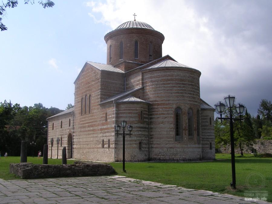 храмы Иверии, Пицунда
