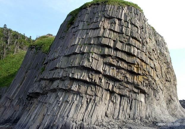 Мыс Столбчатый - мыс на западном побережье острова Кунашир