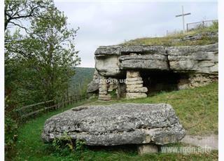 Скальный храм. Украина, с. Бильче-Золотое
