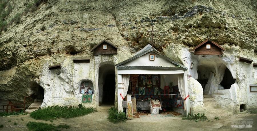 Бакота, пещерный монастырь