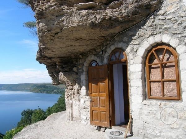 Непоротовский пещерный монастырь (Галицкий)