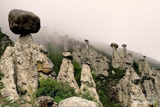Каменные грибы урочища Джилы-Су, Кабардино-Балкария, Россия