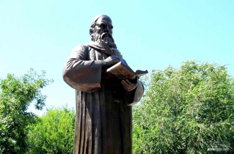 Памятник Омару Хайяму в России