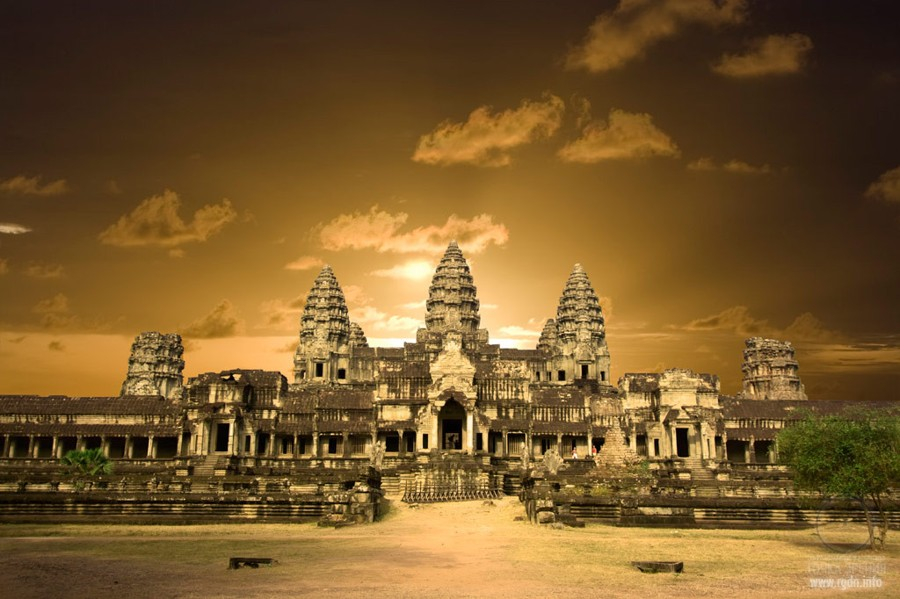 The revealed secrets of Angkor and Giza plateau – the pendulum of
