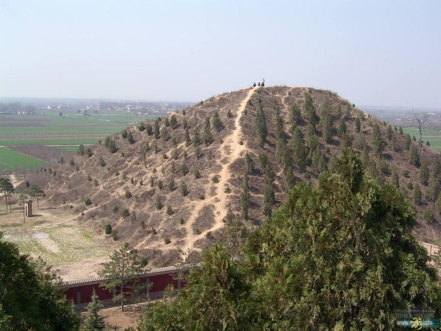 пирамиды китая, фото, курган Маолин